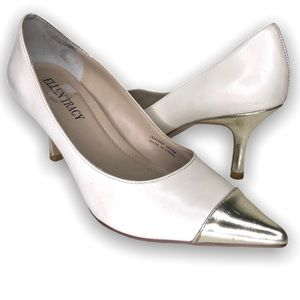 Ellen Tracy Low Heel Pump Nude and Gold Size 6